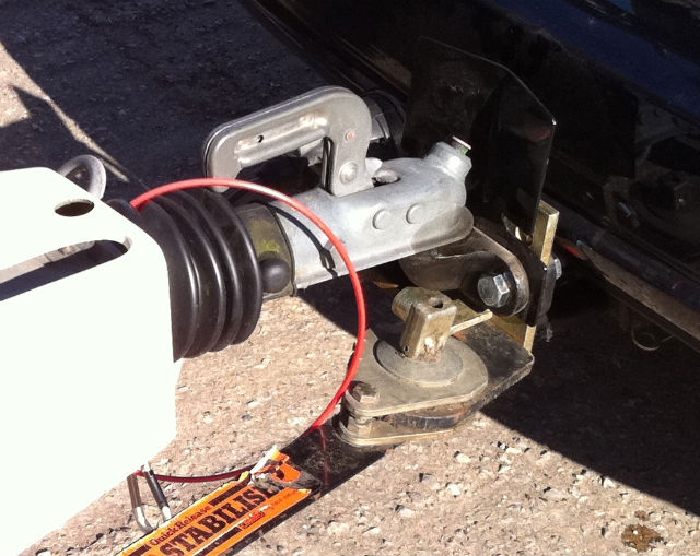 how to connect caravan breakaway cable to car